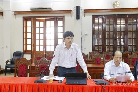Đồng chí Nguyễn Ngọc Hà, Giám đốc Trung tâm Thông tin phát biểu tại cuộc họp