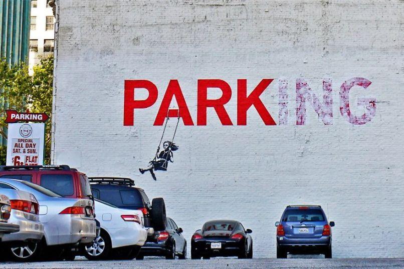 Park(ing) - Đây vốn từng là công viên (Park) vui chơi cho trẻ em, chỉ cần thêm hậu tố -ing, người ta đã ngang nhiên biến nó thành bãi đậu xe (Parking). Điều này không hề lạ ở nước ta. Photo by Boredpanda.