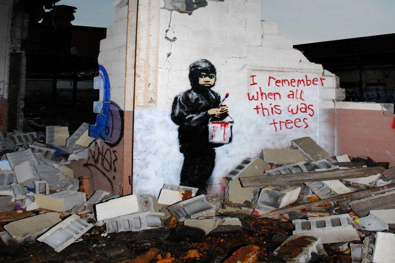 I Remember When This Was All Trees - Bức tranh vẽ đứa trẻ cầm sơn viết lên tường dòng chữ