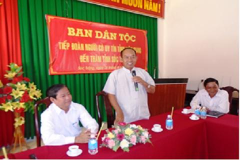 Đ/c Danh Hoàng Duyên, Phó Trưởng ban Ban Dân tộc tỉnh Kiên Giang thông tin tình hình kinh tế - xã hội của địa phương